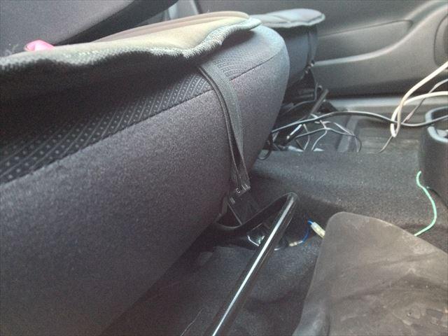 座席の前側のフック