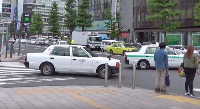 札幌駅前のタクシー