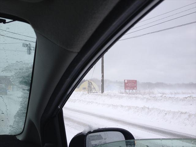 地吹雪が凄い中、2WDで攻める(笑)