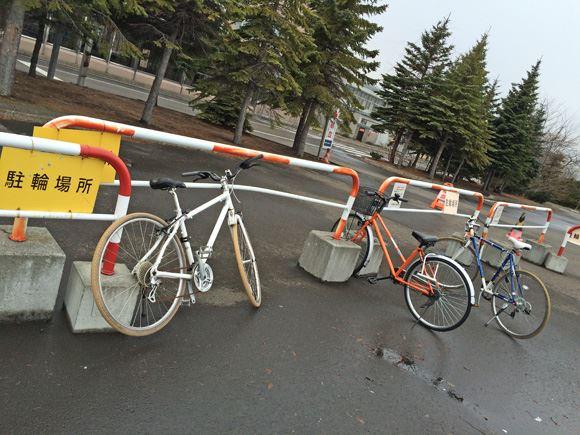 駐輪場。バイクもここでしょうか。