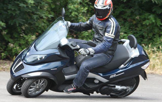 ピアジオMP3は三輪バイク・トライクです。