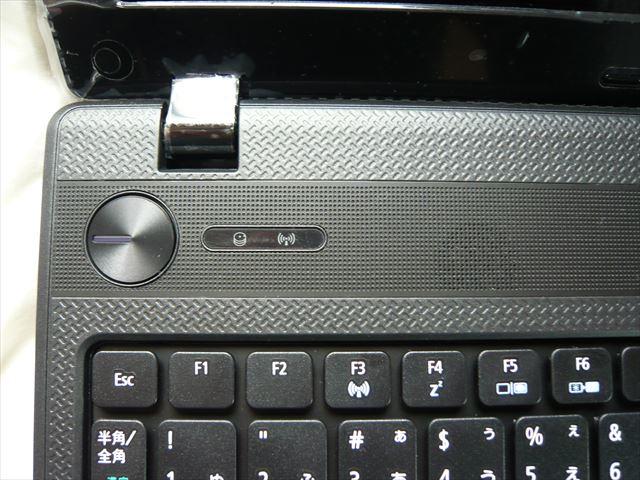 電源ボタンにサーチと無線ランプ横にスピーカー。