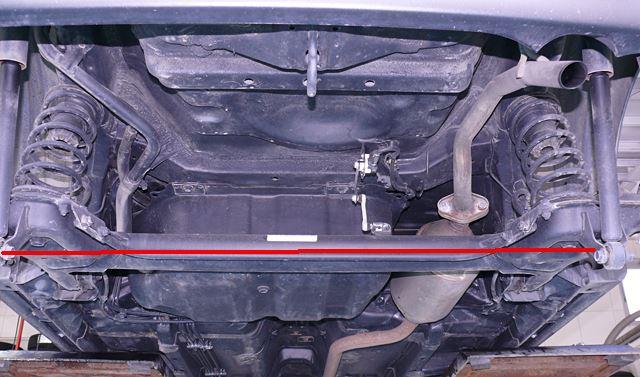 ソニカのリアタイヤは車軸懸架