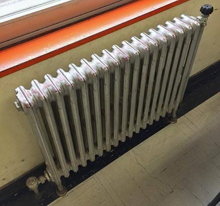 温水セントラルヒーティングのラジエーター