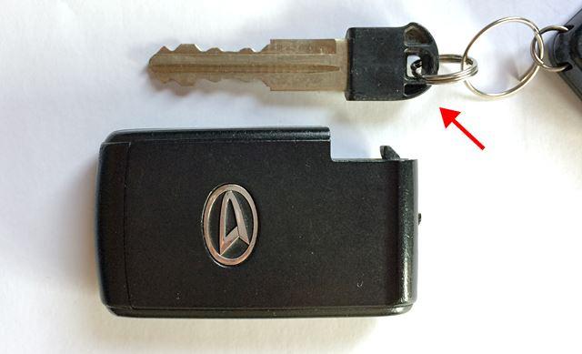 アナログな鍵が内蔵されています。