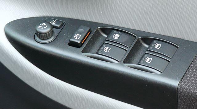 運転席パワーウィンドウボタン