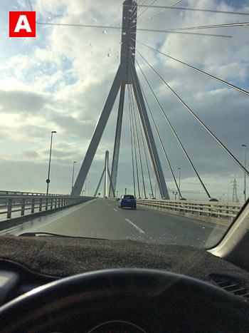 石狩川の大きな橋を渡ります。