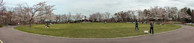 中央広場と戸田の銅像