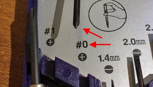 プラスドライバは♯0サイズを。