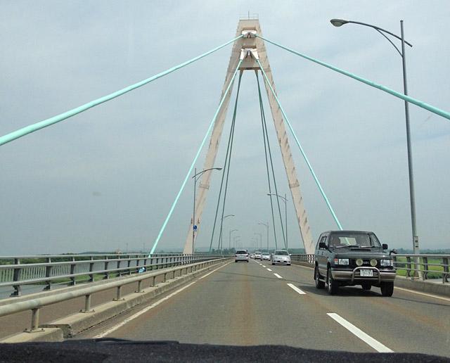 石狩の大橋を渡ります