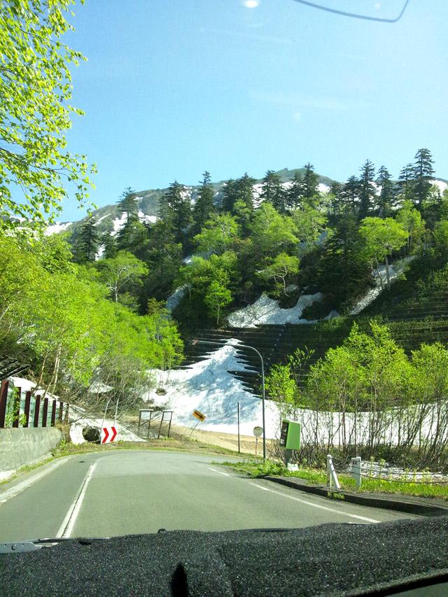 十勝岳の山道。急な坂が多い。