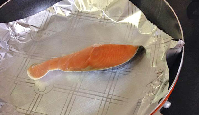 鮭もフライパンで調理