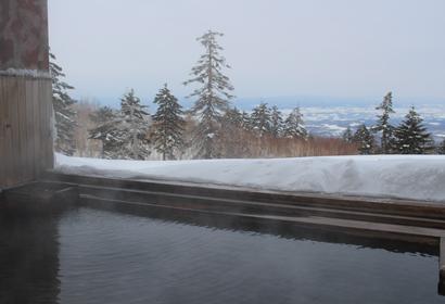冬だと雪に包まれる温泉