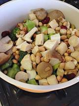 切った野菜を鍋に投入。