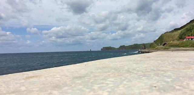 神恵内村方面から神威岩を撮影