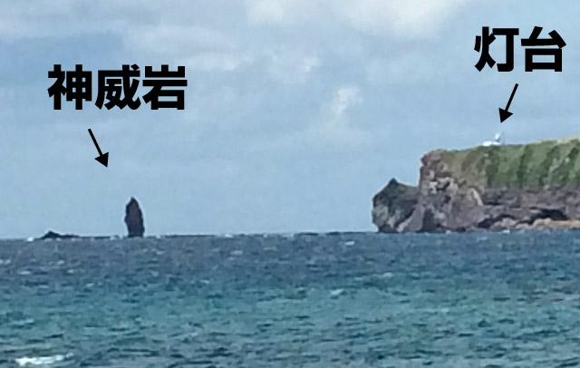 神威岩と灯台