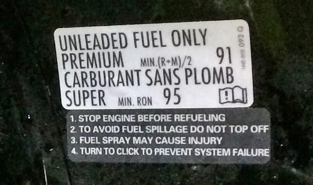 給油の前にエンジンを停止してください。