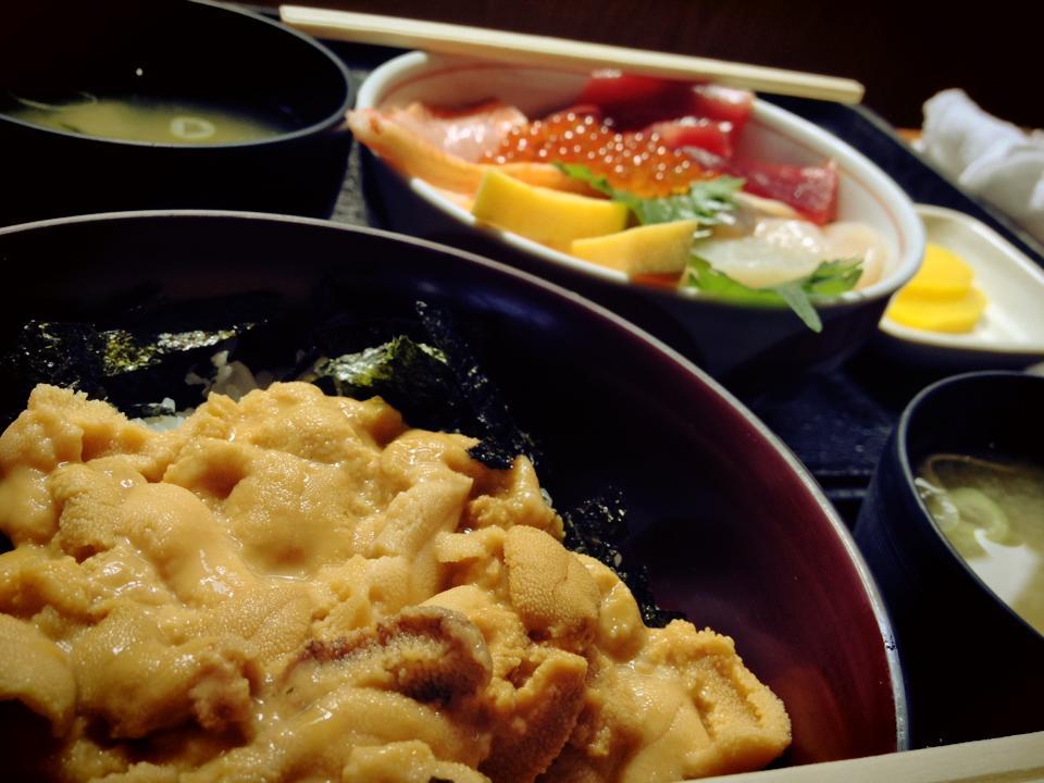 余市の柿崎商店でウニ丼、海鮮ちらし