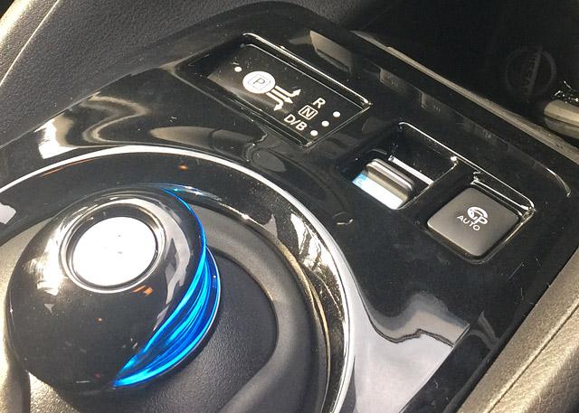 パーキングアシストボタン