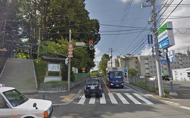 大谷地神社の裏道を通ります