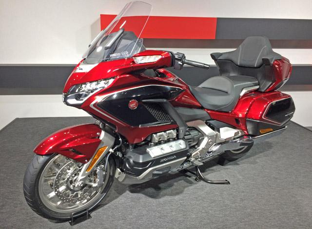 札幌モーターショーゴールドウィング1800cc水平対抗エンジン