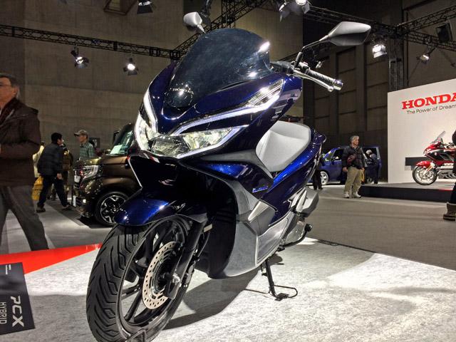 札幌モーターショーPCX125ccハイブリッドエンジン