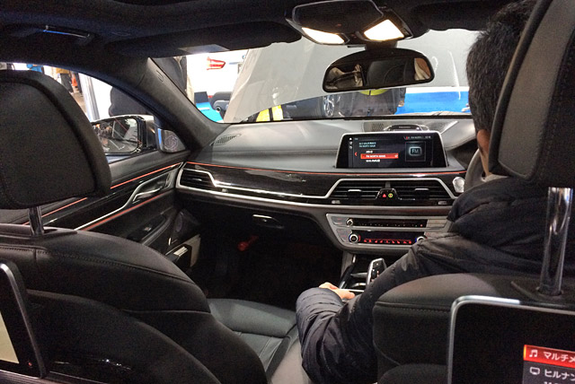 M760Li xDrive-車内と木目パネル