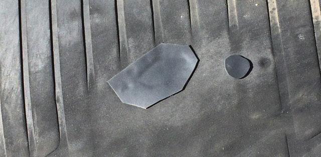表面もどうようにヤスリ、貼り付けを。