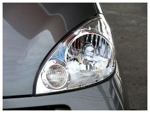 新品のヘッドライト樹脂の透明度を比較