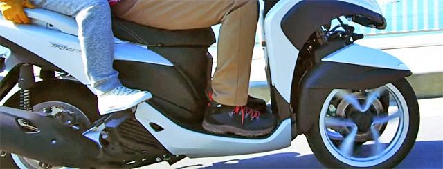 足が伸ばせないヤマハトリシティ125cc