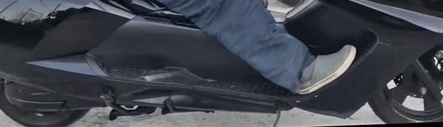 足が伸ばせる125ccスクーター