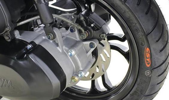 sym_jet14は油圧式ディスクブレーキだが、ABSではない。CBSコンビブレーキモデル。