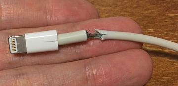 LightningUSBケーブルの断線が電力サージ限界を超えた原因。