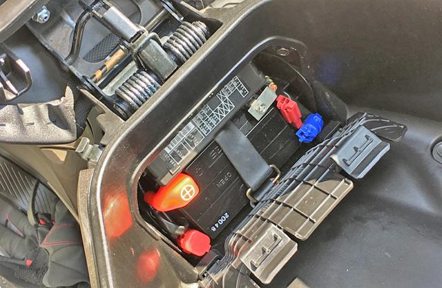 3代目PCXjf81のバッテリー交換