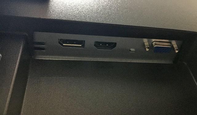 ディスプレイポートとHDMI、D-sub15pin