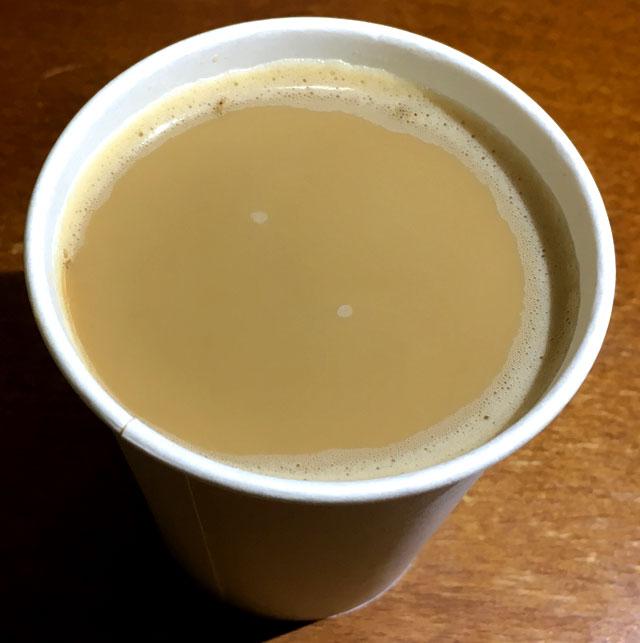cafe latory濃厚ミルクカフェラテを飲む