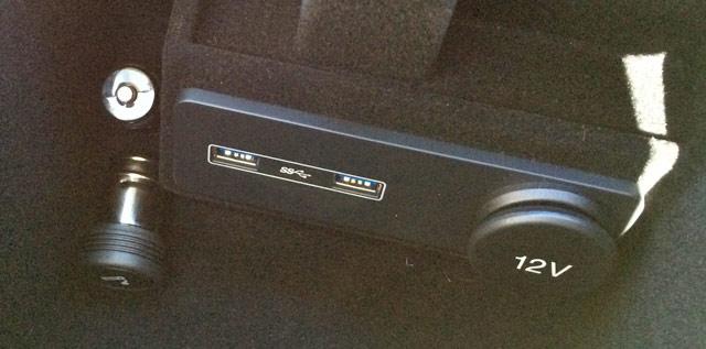 USB3.0ポート、シガーソケット