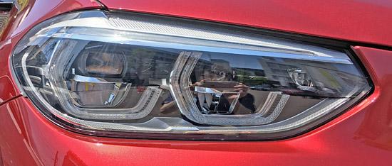 BMW X4 M40iのヘッドライト