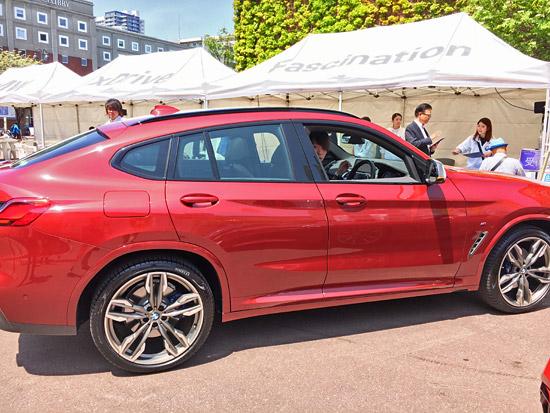 BMW X4 M40iのサイドビュー