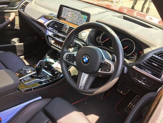 BMW X4 M40iのダッシュボードインパネ周りをチェック