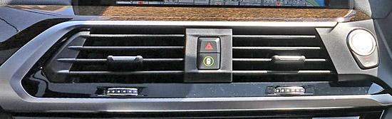 BMW X4 M40iのハザードスイッチ