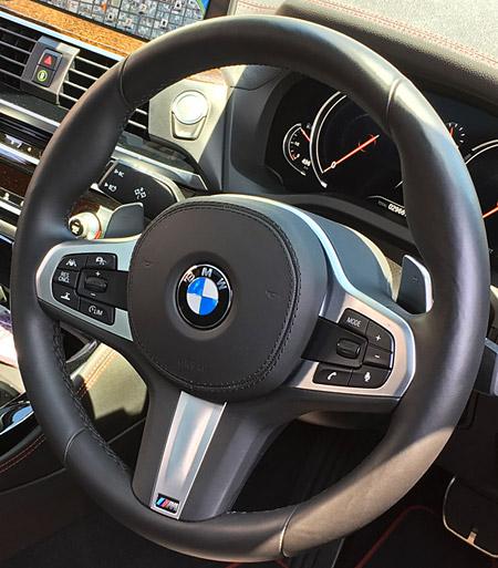BMW X4 M40iのハンドル周りについて