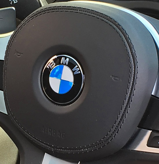 BMW X4 M40iのハンドルソフトパッド