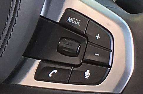 BMW X4 M40iのワイヤレス通話ボタン