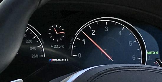 スピードメーターは260km/h