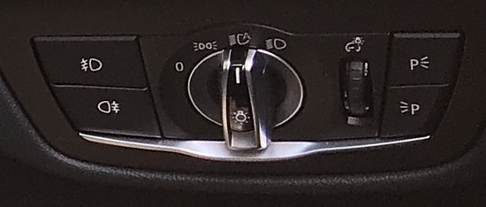 BMW X4 M40iのライトダイヤルスイッチ