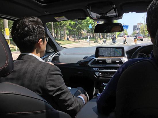BMW X4 M40iは車内が明るい