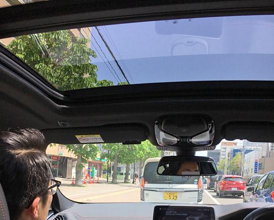 BMW X4 M40iのフロントサンルーフ