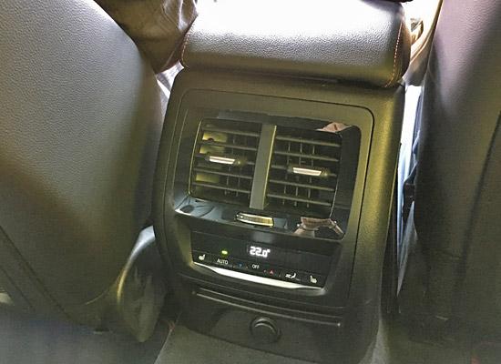 BMW X4 M40iのリアエアコンディショナー