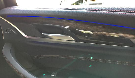 BMW X4 M40iのLED照明